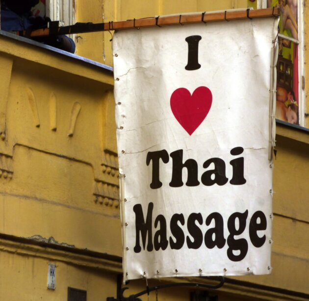 vlajka s napisem I love thai massage