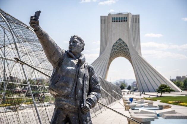 socha muze foticiho selfie s vezi azadi na pozadi