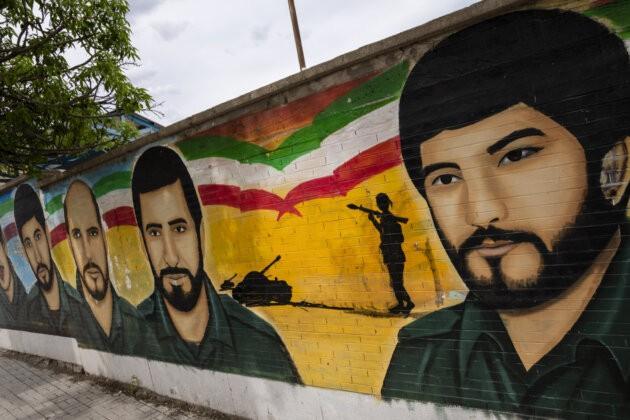 obrazy mucedniku z iransko iracke valky na zdi