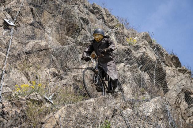 socha sileneho cyklisty ve znojme