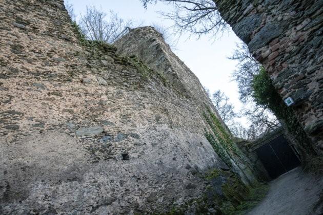 Novy Hradek v podyji hradby a vstupni brana