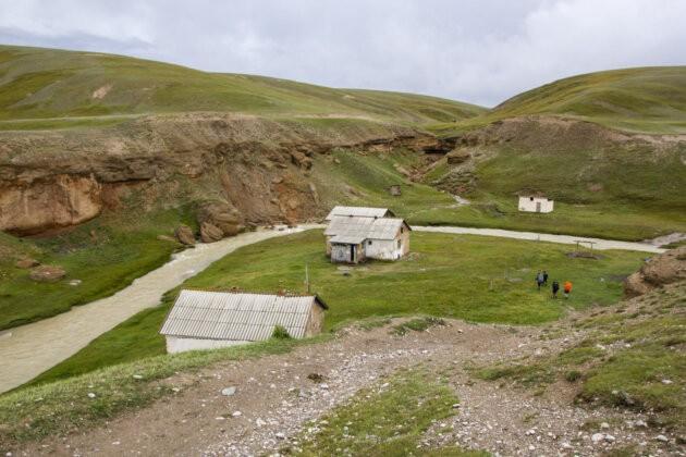 05 Domecek U Reky Kyrgyzstan