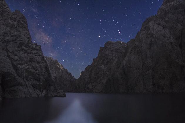 35 Kel Suu Jezero Noc Kyrgyzstan