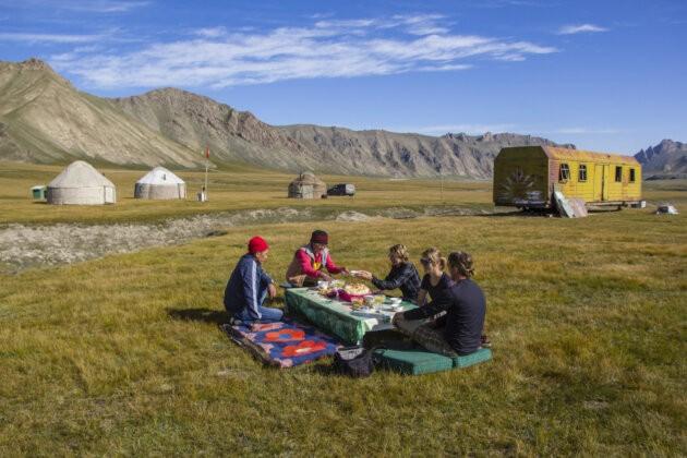 62 Snidane V Prirode Kyrgyzstan