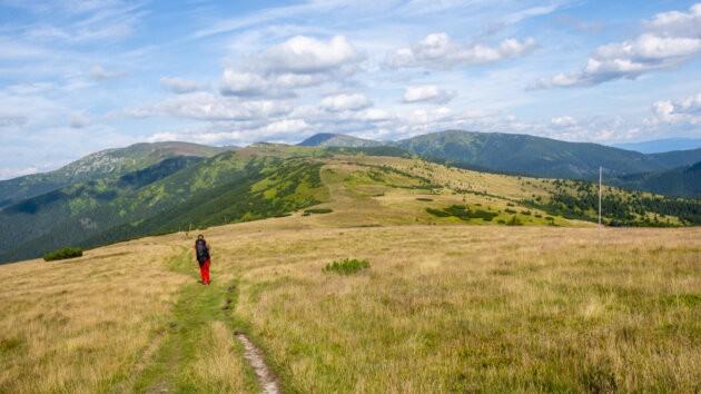 11 Nizke Tatry Prechod Hrebene stezka a dívka