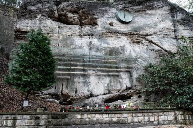 33 Cesky Raj Symbolicky Hrbitov Pomnik Horolezci