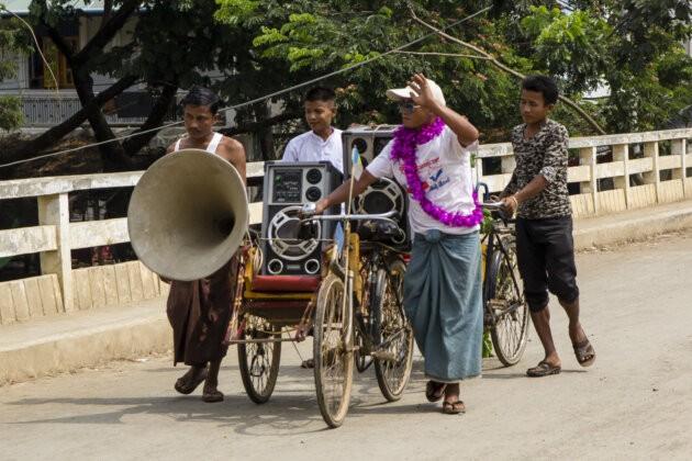 28 Thyngian Songkran Vodni Festival