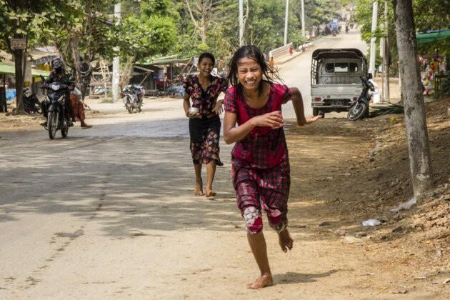 29 Thyngian Songkran Vodni Festival
