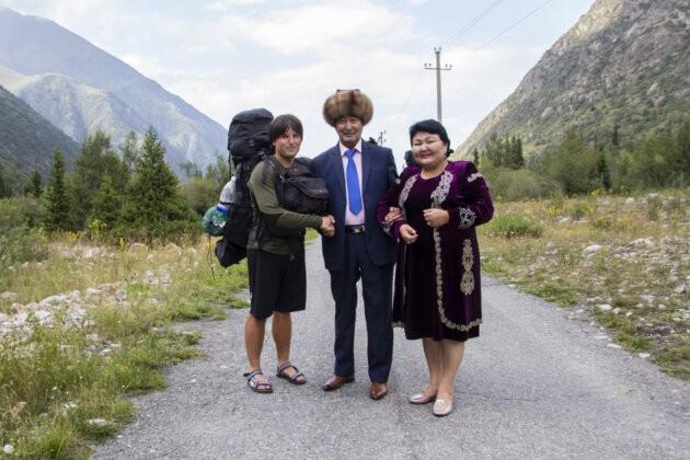 jakub venglar a kyrgyzsky narodni umelec nurkan tursunbaev s hunatou cepici