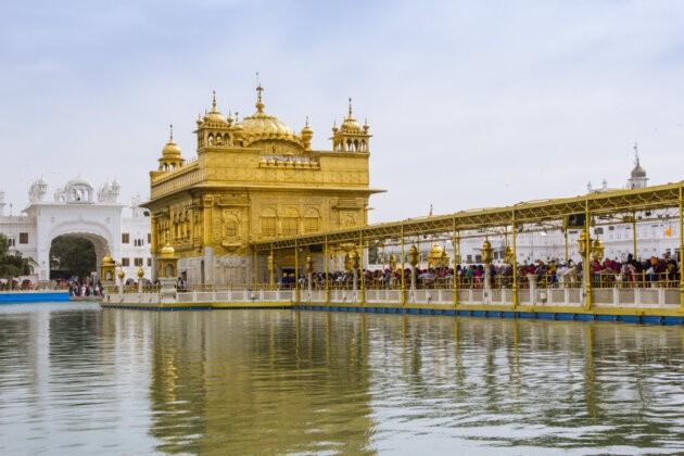 zlata brana ke guruovi centrum chramu v amritsaru