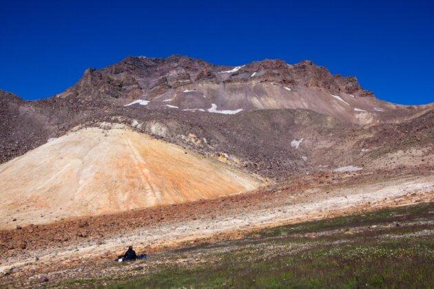 Aragats Armenie krater barevny