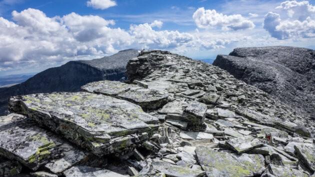 kamenny hreben cestou z Rondslottet na Rondvassbu