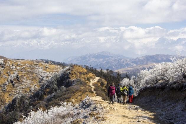 skupina na ceste v horach