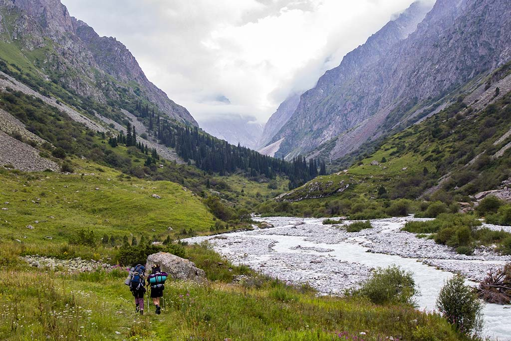 Kyrgyzstán, údolí v národním parku Ala Archa