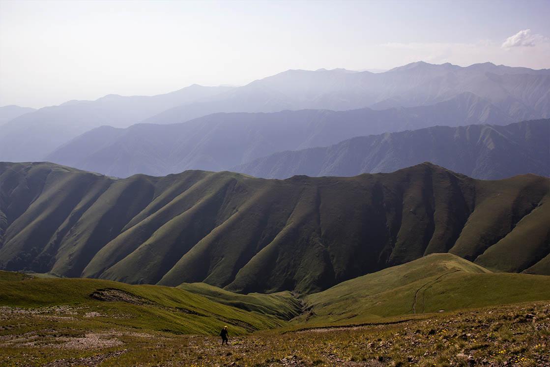 Přechod horského hřebene v Zagatale, Azerbajdžán