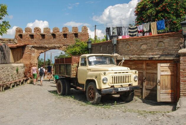 nakladni auto v gruzii ve meste