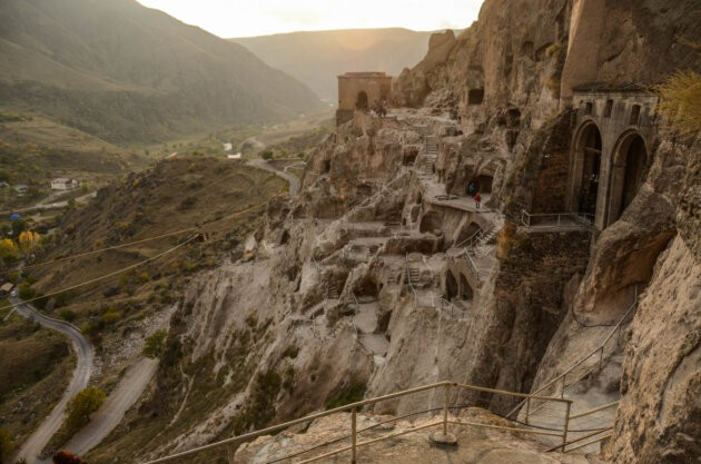 historicke skalni mesto vardzia v gruzii