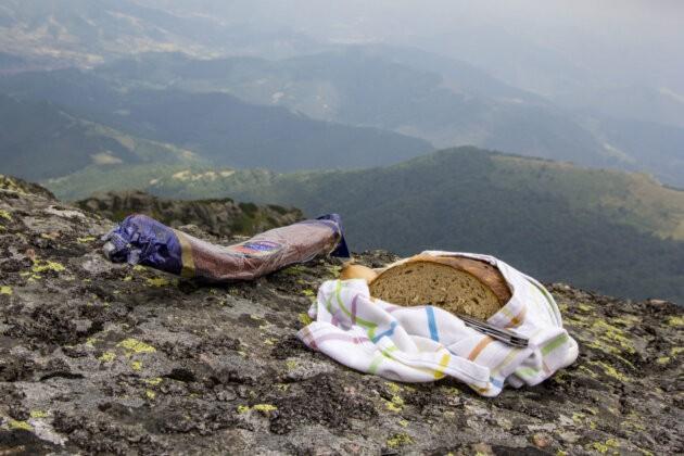 lovecky salam chleba na vyhlidce hory