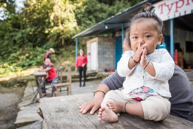 male nepalske dite ve vesnici