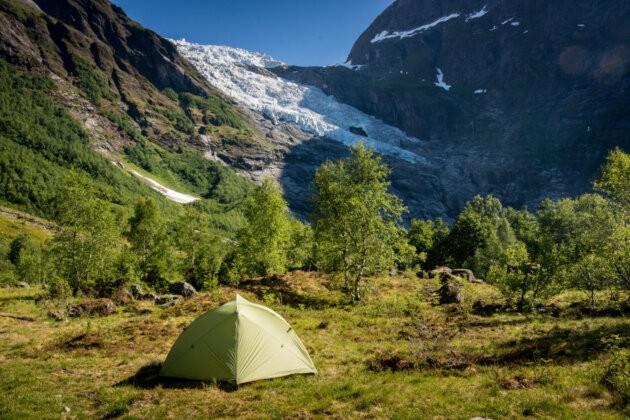 stan na louce v horach norsko