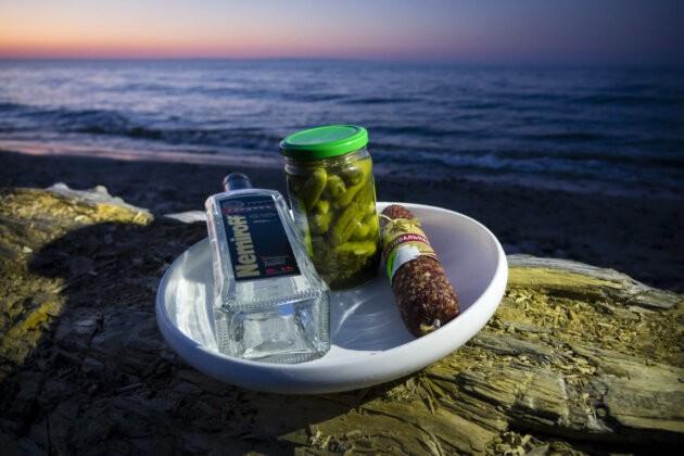 vodka a pohosteni u jezera