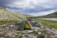 Nocování v horách: Jak vybrat bezpečné a pohodlné místo pro stan