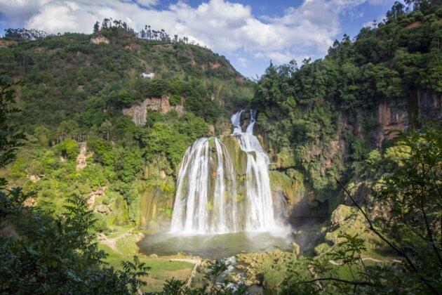 Nadherny Vodopad Dadieshui Cina