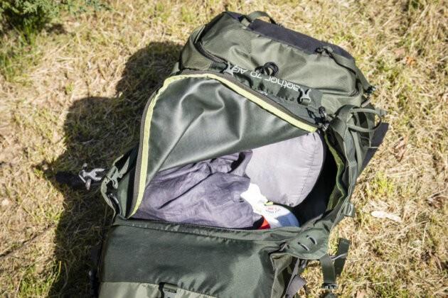 otevreny batoh Osprey Aether AG 70 predni kapsa na zip