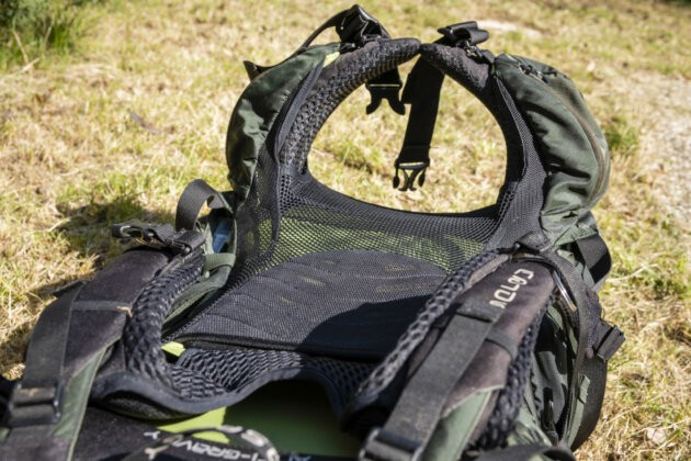 široký bederní pás batohu Osprey Aether AG 70