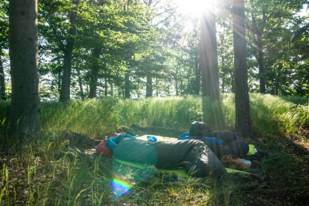 Spani V Lese Samonafukovaci Karimatka